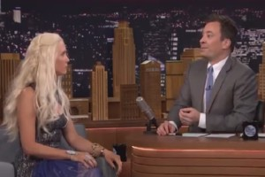 Jimmy Fallon interviewt Khaleesi von Game of Thrones