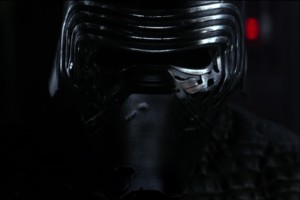 Kylo Ren schaut sich den Rogue One Trailer an