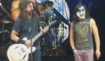 Foo Fighters – Monkey Wrench | Live mit Kiss Guy